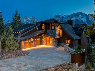Banff/Canmore Ultra Luxury Mountain View Villa