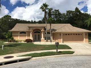 Beautiful private 3 bed 2 bath villa with pool., New Port Richey