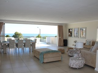 Ocean Bay House with Spectacular Views, Somerset West