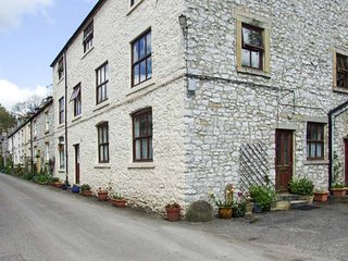 CHERRYTREE COTTAGE, pet-friendly, cosy ground floor appartment in Litton Mill