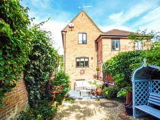 22 PRIORY ROAD, courtyard garden, WiFi, parking, in Warwick, Ref 943415