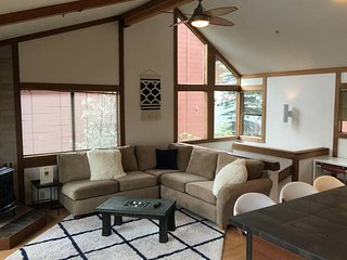 Squaw Valley Townhome 6+ , walk to Village, Olympic Valley