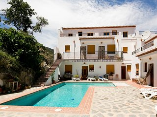 Jardines de Pinos del Valle, WiFi, all-year pool, beautiful views