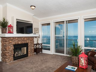 Beautiful Top Floor Oceanfront Condo-Hot Tub/Pool, Depoe Bay