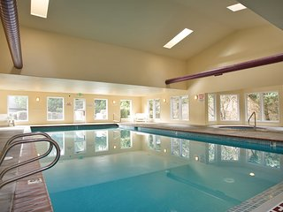 *Promo!* Top Floor Oceanfront Condo - Hot Tub, Indoor Pool and More!