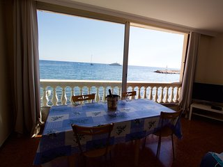 Rare Apartment on the Beach, Èze