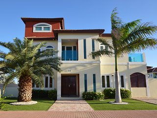 Modern Villa with Pool 750 yards from Palm Beach!