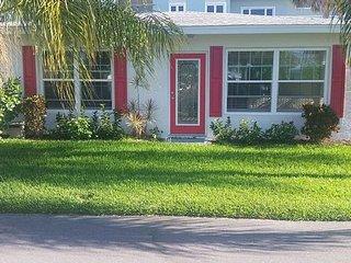 2 Bedroom Villa steps across  street from beach, Manasota Key