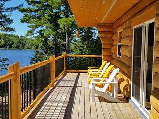 A lakeside log cottage near Kejimkujik