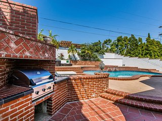 Location!!! BEAUTIFUL w/Pool&Spa/Heart of Westwood
