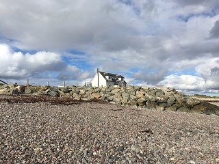 Bayview Beach House , on the seashore nr Stornoway
