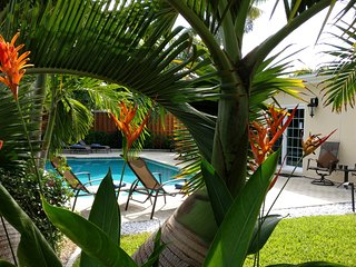 Tropical Inviting Oasis Vacation Home, heated pool, Fort Lauderdale