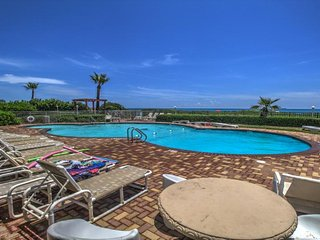 Condo on the beach w/shared pool, hot tub, sauna, & island views!