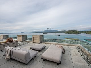 Unique Tofino Penthouse Stunning Views!