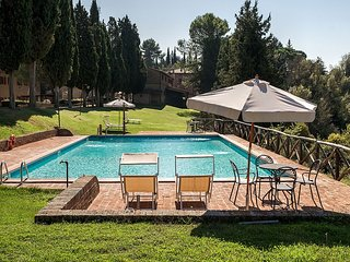 Campana Villa Sleeps 5 with Pool and WiFi - 5228401