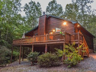 BUMPA BEAR HIDEAWAY- ADORABLE 2 BEDROOM/ 3 BATH CABIN IN THE ASKA ADVENTURE