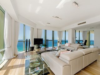 Level 37 Sub Penthouse Full Ocean Views, Surfers Paradise
