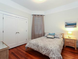 3 Bedroom North Beach Beauty With Coit Tower Views, San Francisco