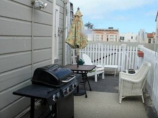 Sunny Rooftop Studio ! Furnished, San Francisco