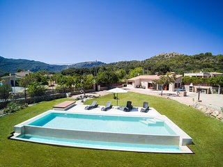 Enjoy at Exclusively Designed Villa La Rafal, Pollenca