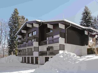 Large flat minutes from the slopes
