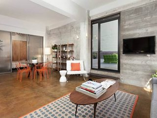Furnished 2-Bedroom Condo at Jessie St & Mint St San Francisco