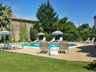 Farmhouse in Provence to rent with pool sleeps 12, Uzes