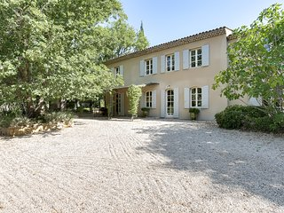 Provencal country house in the land of Cezanne, Beaurecueil