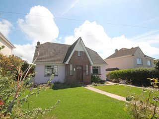 REDROOFS NEWQUAY, 4 BED LARGE DETACHED - BEACHES & TOWN ONLY  5/10 MINS SLEEPS 8
