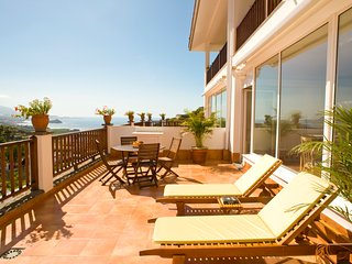 Ocean & volcano views, terrace in villa [apt B]