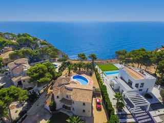 Mirador with sea views, wifi , pool and UK TV