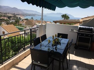 Seaview Apartment with Wi-Fi, Sun Terrace and Pool, Puerto de Mazarron