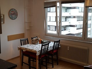 Cozy Apartment near Central station, Salzburgo