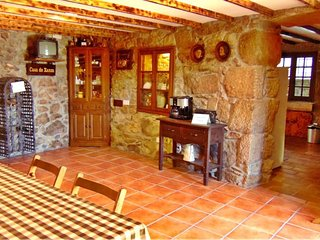 Charming stone house in delightful place, Outeirino