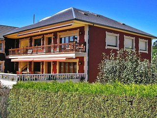 Luxurious villa in exclusive residential area near the beach, Oleiros