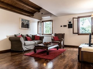 Mansarda Magritte - Beautiful 2 bedroom apartment with attic facing the Salute Church and Guggenheim garden, Venecia