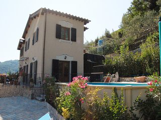 Detached Villa with Pool & large garden area.