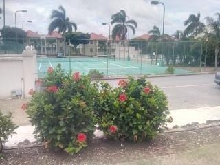 En las instalaciones Pista de tenis