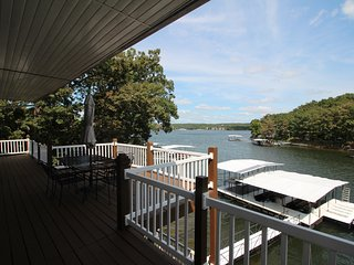 Whispering Woods Vacation Home w/ Hot Tub/Dock, Sunrise Beach