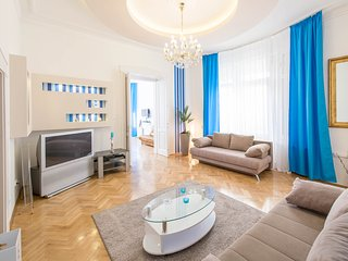 Spacious & bright 3 BDR apartment in the center, Budapest
