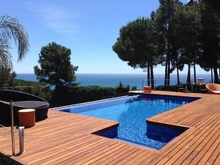 Spectacular design villa- ocean views in Barcelona and a sports motor boat, Sant Pol de Mar
