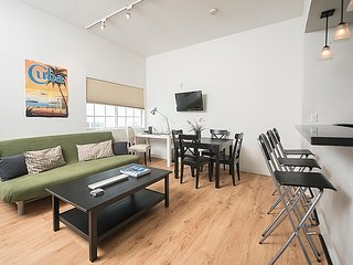 Spacious apt 5 min. walk from the beach and 1 block from the Convention Center