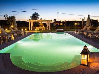 'Eleni Luxury villa' very close to the beach