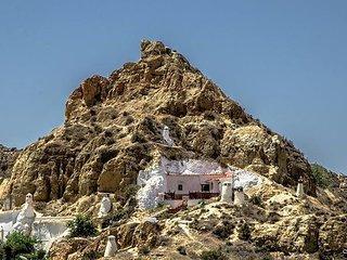 AMAZING CAVE HOUSE, Guadix