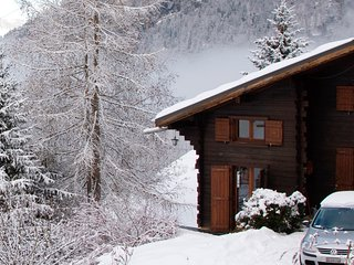 Chalet Le Pînpiolé is a cosy chalet with WiFi, Sixt-Fer-a-Cheval