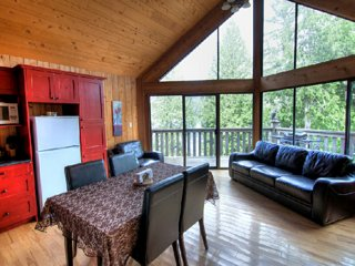 1 Bedroom Oceanview Chalet with Free Kayak Rental and BBQ on Deck!