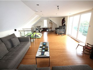 PENTIRE FISTRAL BEACH 2 STOREY APARTMENT 3 BED/3BATHROOMS WITH PARKING AND WIFI