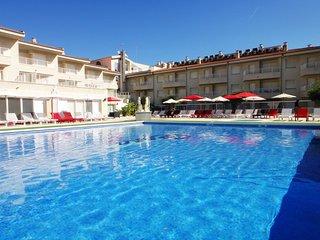 Apartamentos con amplia terraza y vistas a gran piscina. Ideal para famílias. Re
