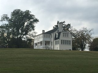 18th c. Plantation-Also Hosts Weddings, Sp. Events