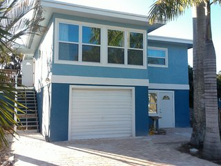 Great North Island Location! Walk To Everything, Large & comfortable / New Pool, Fort Myers Beach